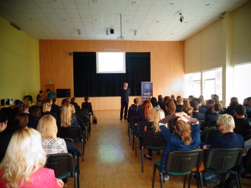 Wykłady z zakresu praw człowieka w szkołach polskich