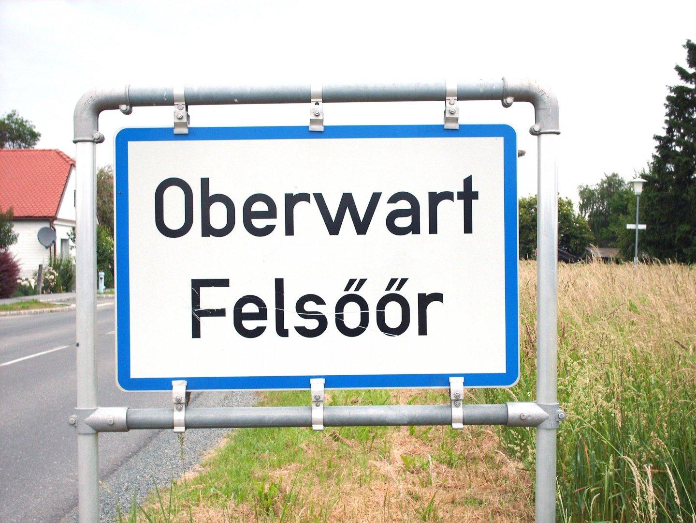 Dwujęzyczne tabliczki w Unii Europejskiej to standard