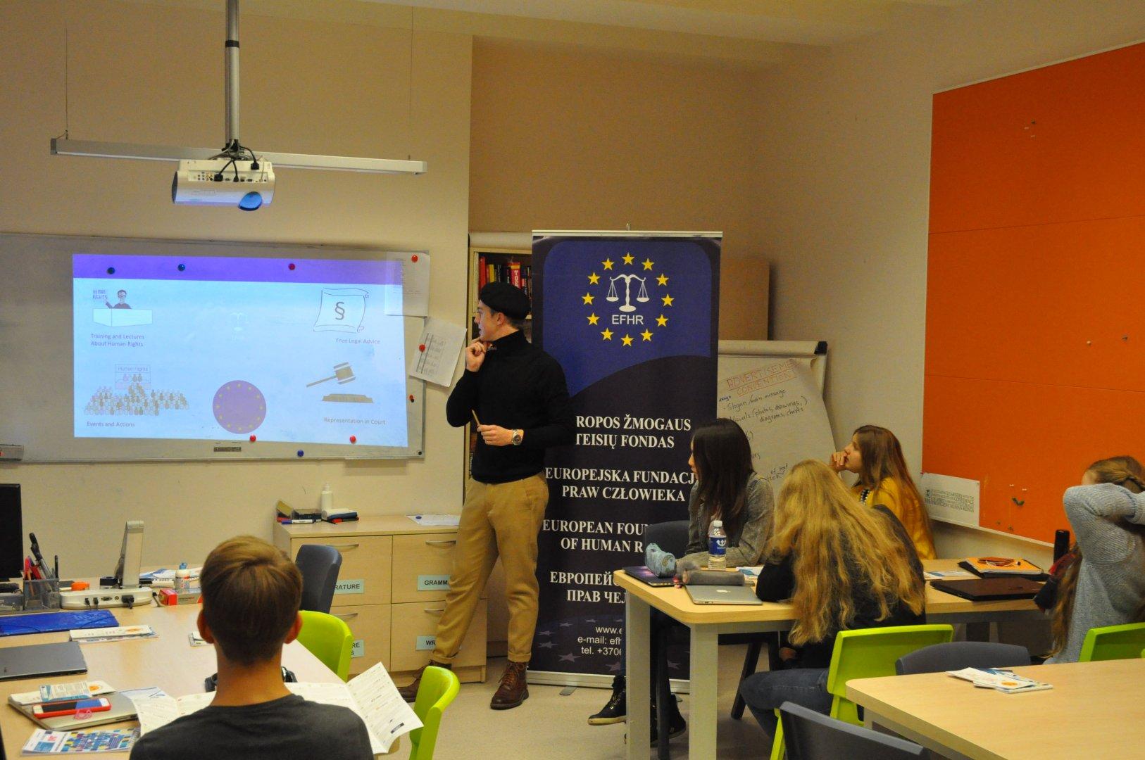EFHR kontynuuje kampanię przeciwko mowie nienawiści w Wileńskiej Szkole Międzynarodowej