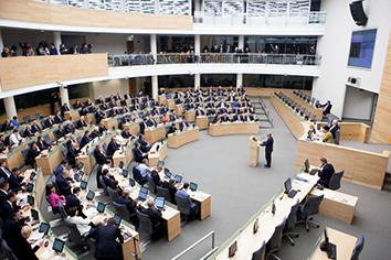 """Obietnice i działania Sejmu w sprawie """"w"""" w paszportach"""